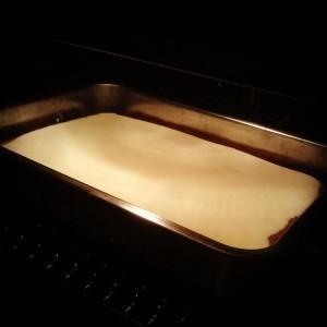 Пече се агнесата с яйчения крем
